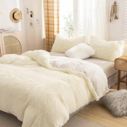 white fleece bed linen